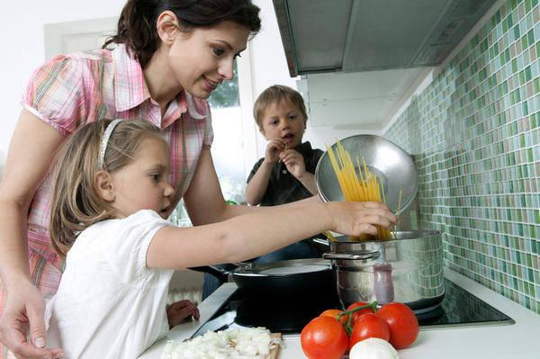 betten beziehen und nudeln kochen wie werden kinder. Black Bedroom Furniture Sets. Home Design Ideas