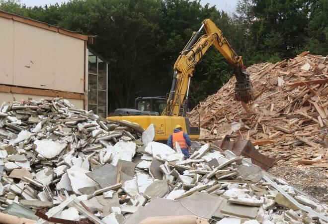 Osterburken:  Der Abriss der alten Realschule hat begonnen