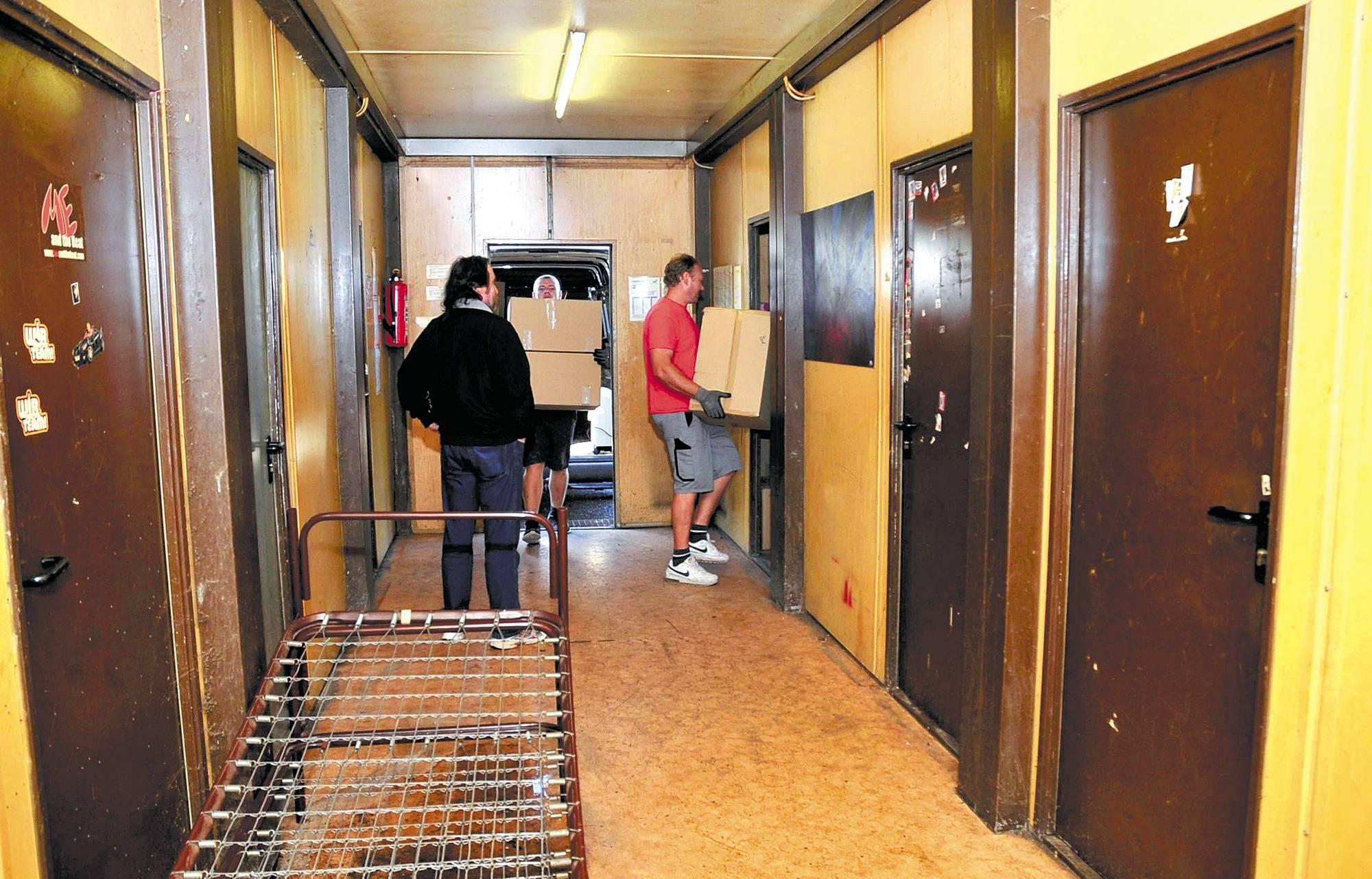 zwangsr umung in nu loch ehepaar musste in muffelnden container ziehen nachrichten region. Black Bedroom Furniture Sets. Home Design Ideas