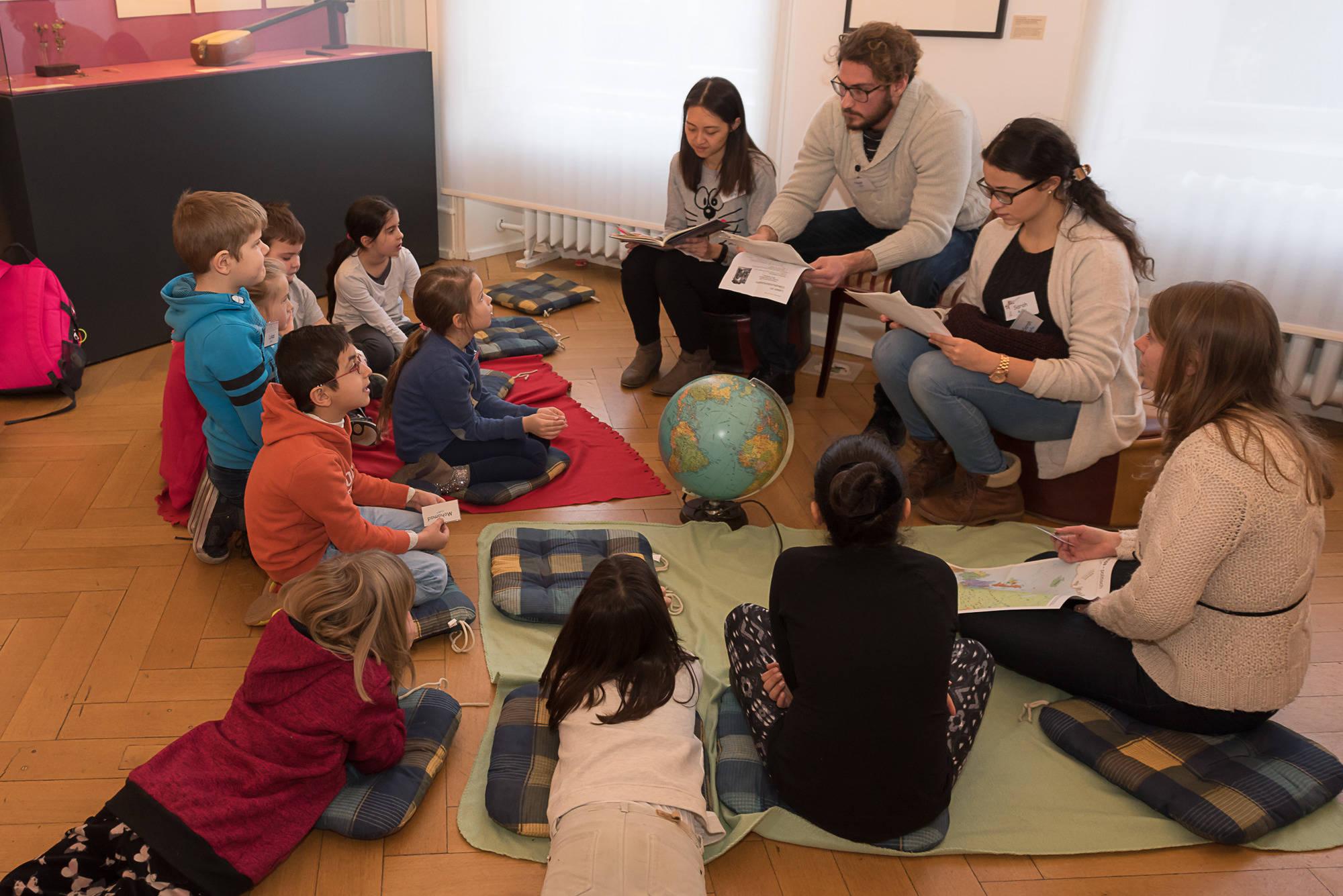 studenten aus aller welt lesen vor kinder lernen akzeptanz und toleranz campus rhein neckar. Black Bedroom Furniture Sets. Home Design Ideas