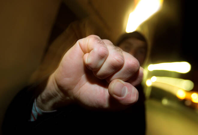 Heidelberg-Kirchheim:  25-Jähriger greift Polizeibeamte an