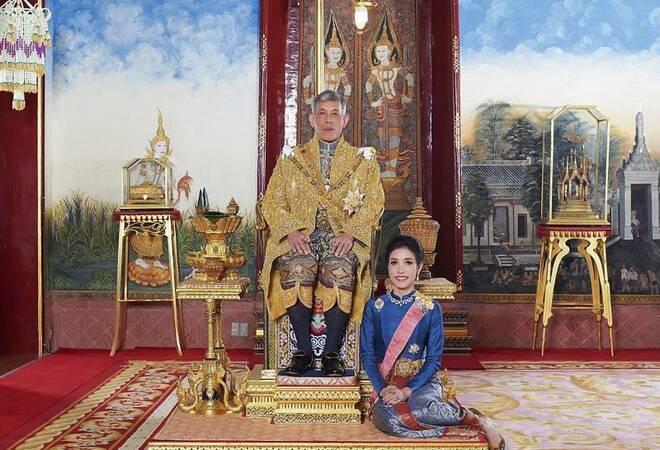 Versöhnung: Thailands König begnadigt seine Geliebte ...