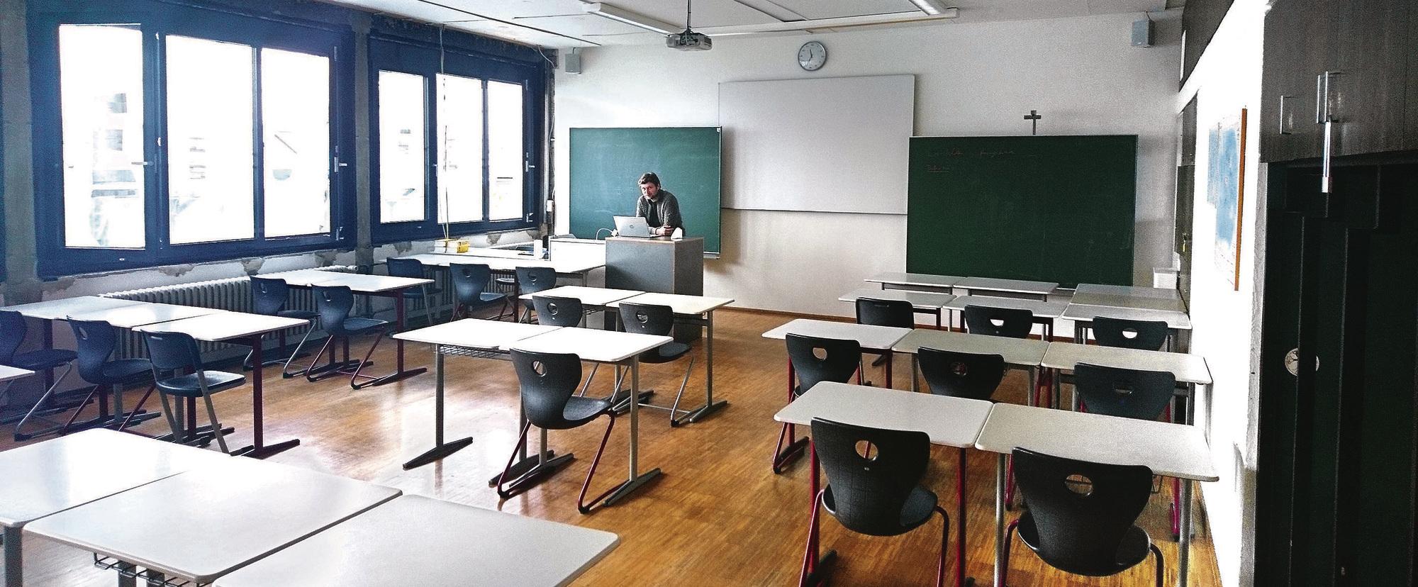 Schüler nach Unterricht Lehrer dem Kommunikation im