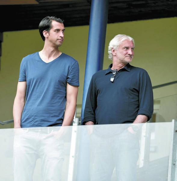 die gleiche richtung im blick der bammentaler jonas boldt l mit bayer sportdirektor rudi vller foto dpa - Reiner Calmund Lebenslauf
