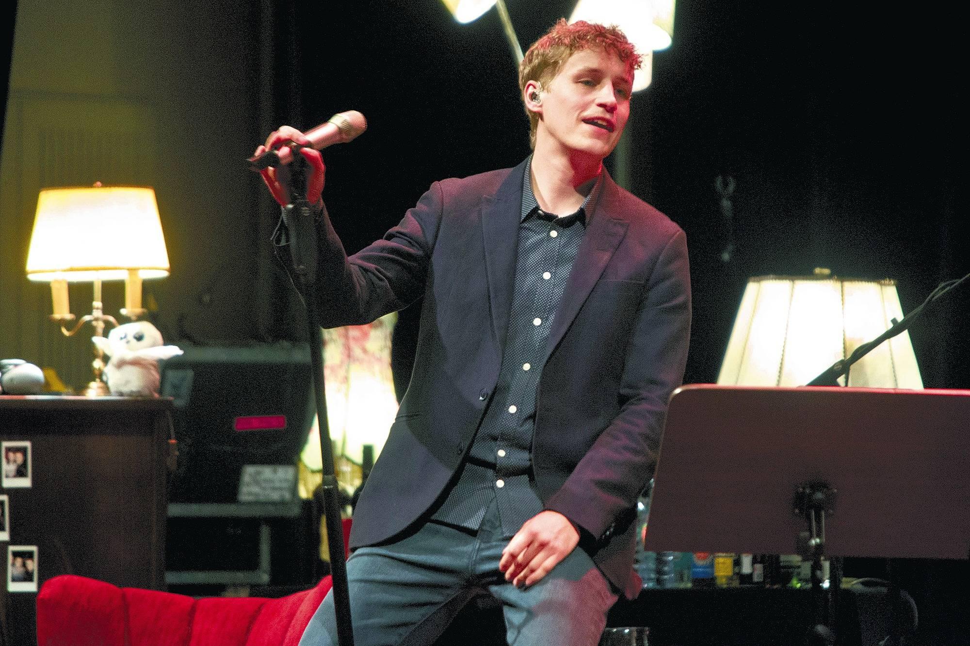 Charmant Witzig Talentiert Tim Bendzko Kam Zum Wohnzimmer Konzert Auf Einladung Des Karlstorbahnhofes In Die Stadthalle Mit Den Vier Heidelberger