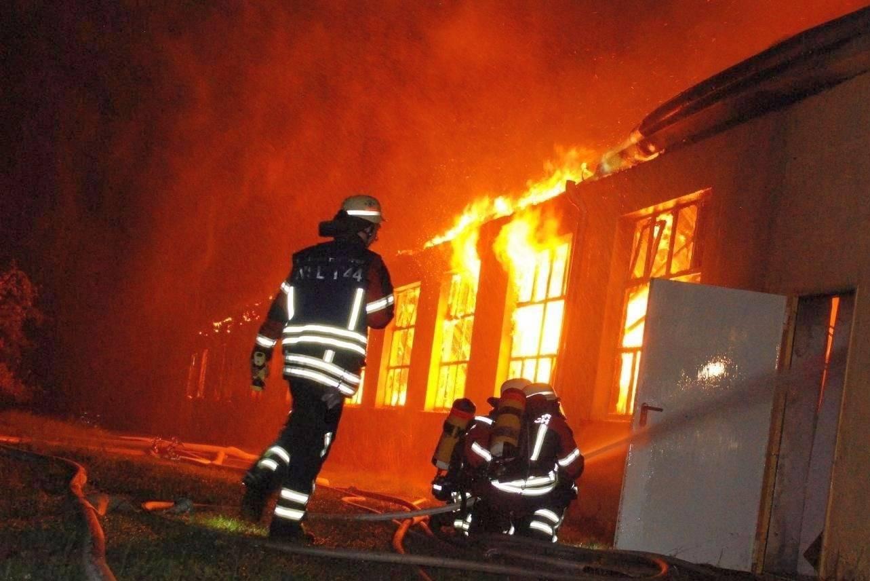 Wiesloch: Großbrand bei Küchenfachgeschäft ist gelöscht ... | {Küchenfachgeschäft 33}