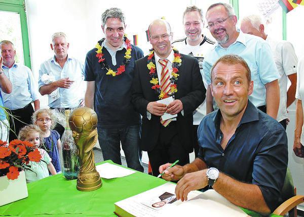 Weltmeisterlicher Empfang für Hansi Flick in Bammental - plus ...