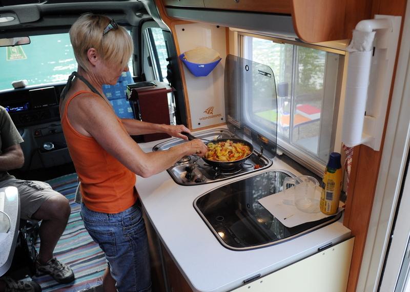 Von outdoor bis wohnmobil die camping kuche richtig for Wohnmobil küche