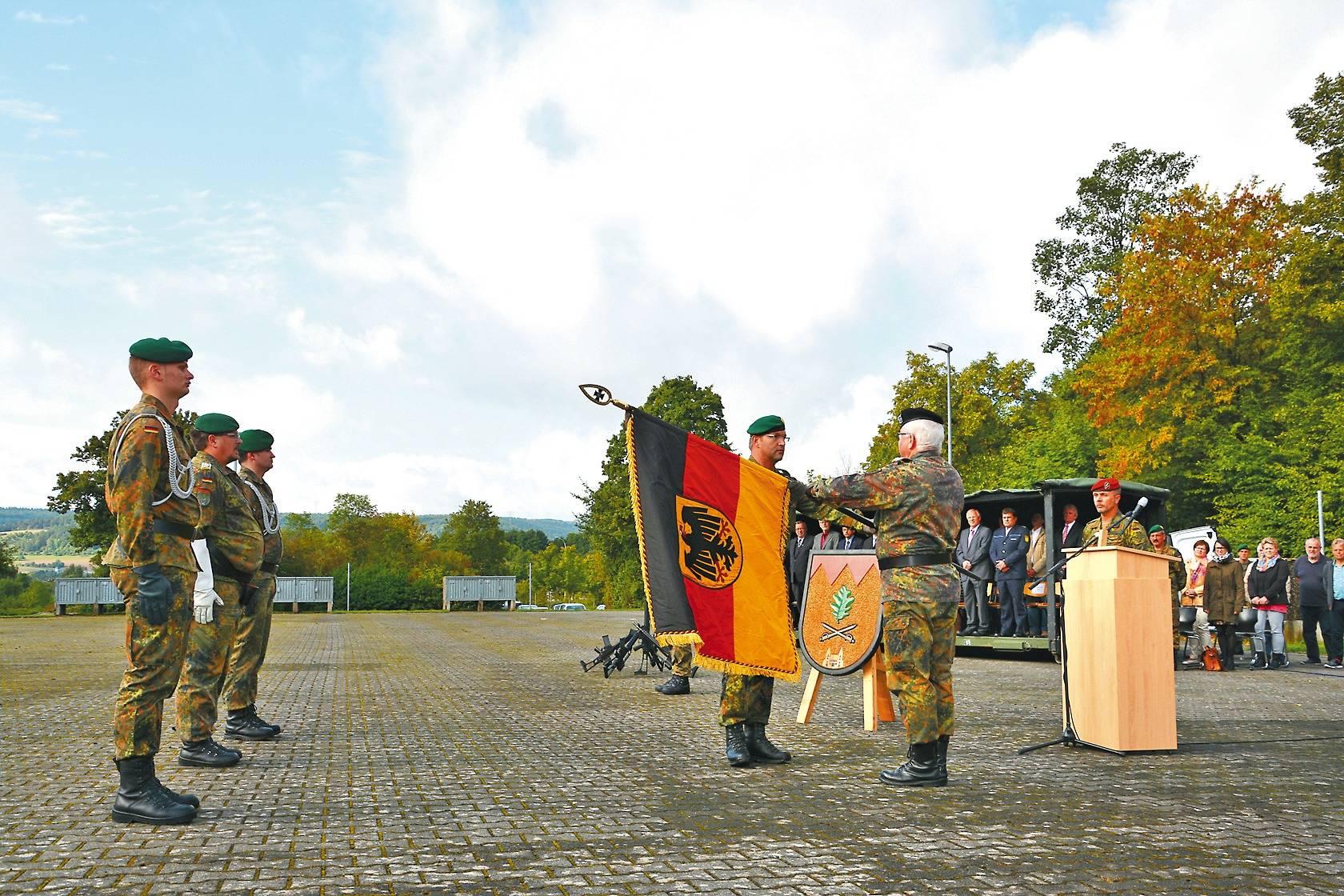 In Hardheim geht der letzte Kommandeur von Bord - Buchen - Rhein ...