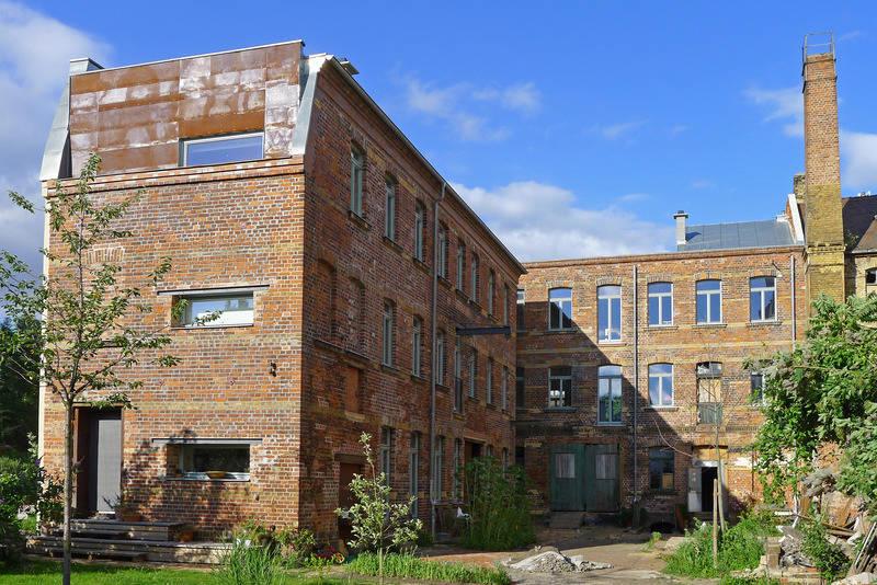 wohnen in historischer fabrik h user f r ambitionierte. Black Bedroom Furniture Sets. Home Design Ideas