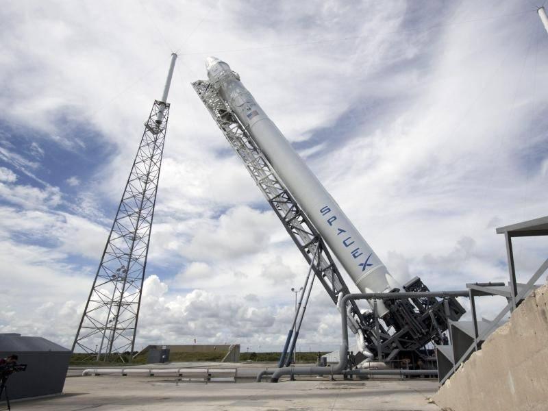spacex plant neuen raketenstart wissenschaft rhein. Black Bedroom Furniture Sets. Home Design Ideas