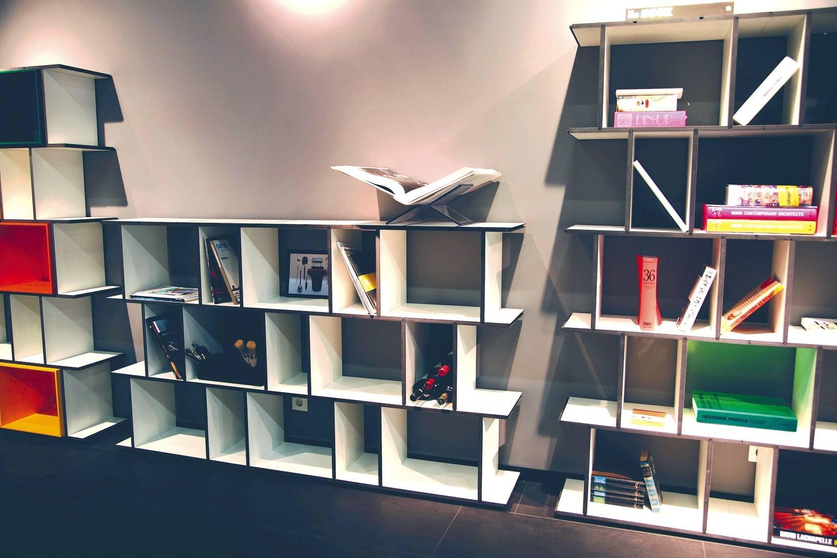 regale aus flexiblen modulen wie baukl tzchen f r. Black Bedroom Furniture Sets. Home Design Ideas