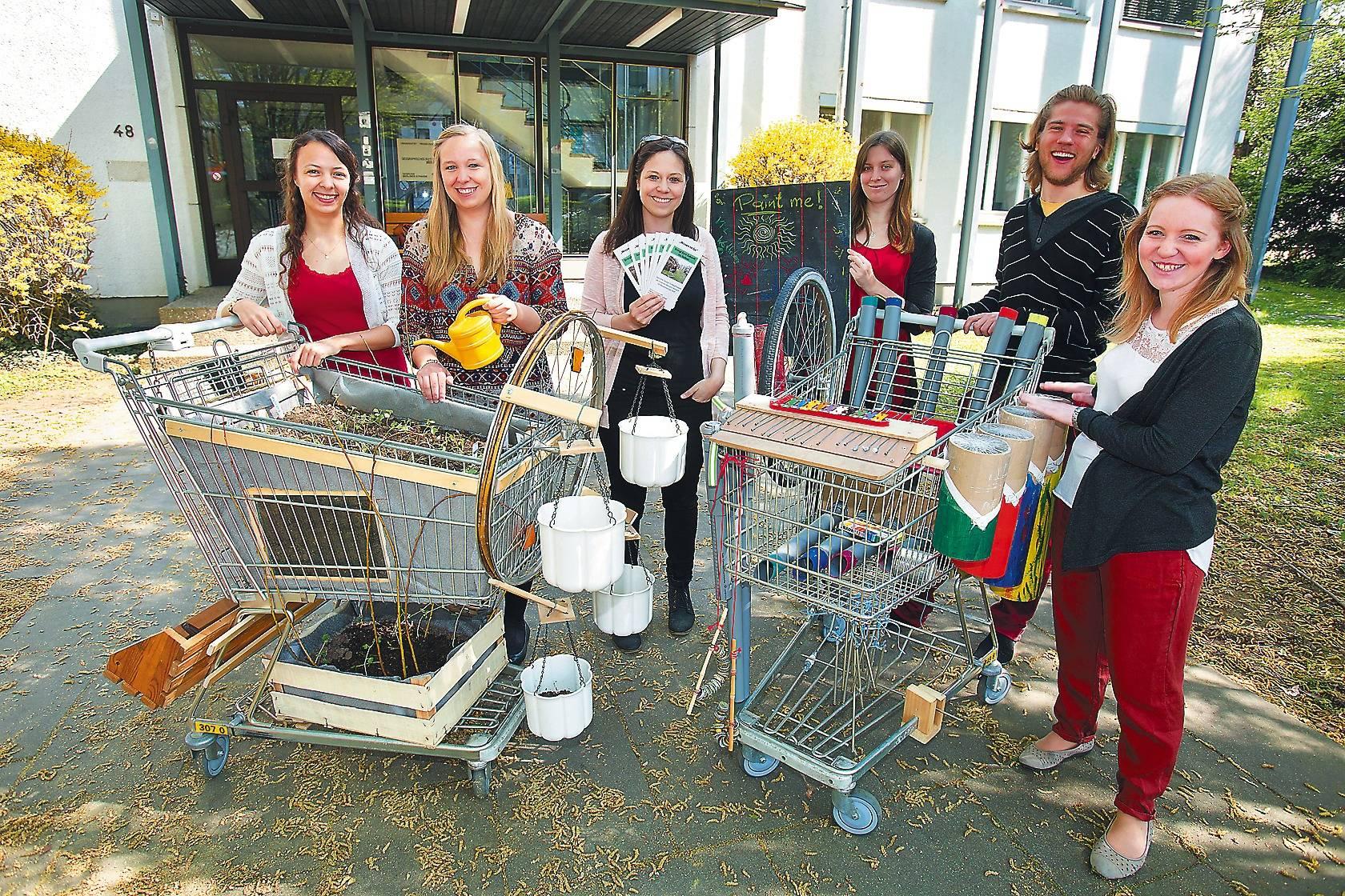 Studenten-Initiative: Einkaufswägen sollen zum Nachdenken anregen ...