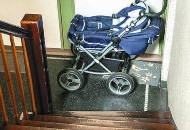 Darf Der Kinderwagen Im Hausflur Stehen Verbraucher Rnz