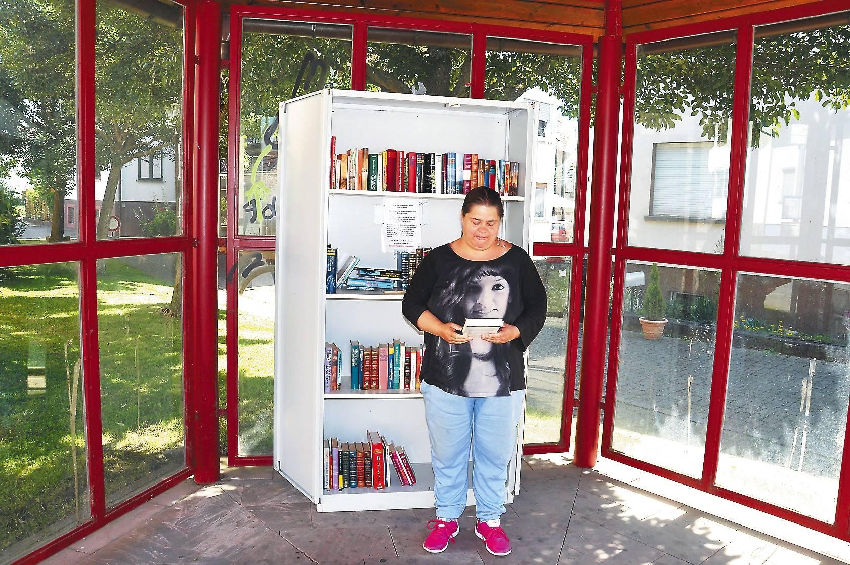 Öffentlicher Bücherschrank macht jetzt im Epfenbacher Bushäuschen ...