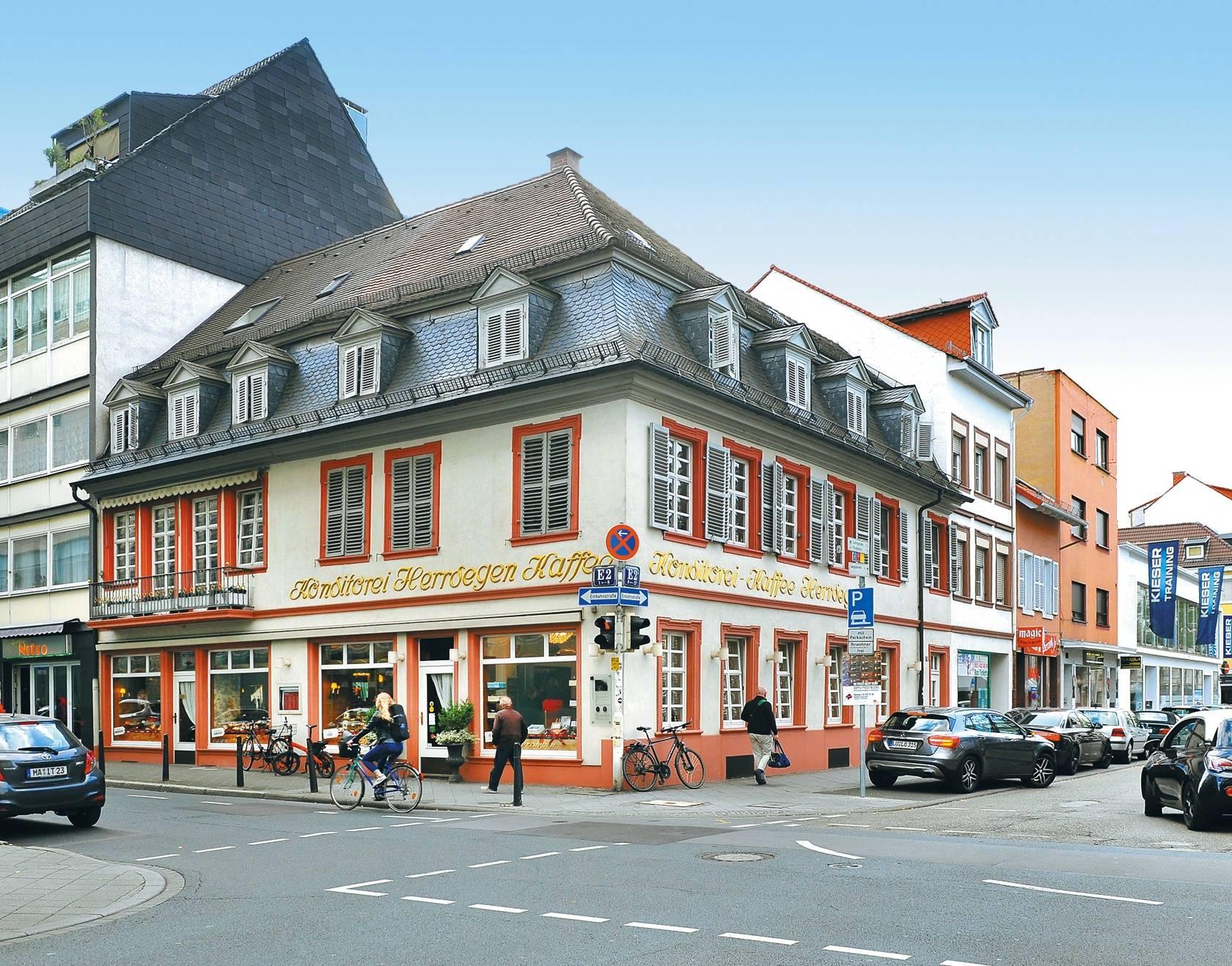 Von Seinen Nachbargebäuden Hebt Sich Das Barockhaus In E 2 Deutlich Ab.  Foto: Vaf