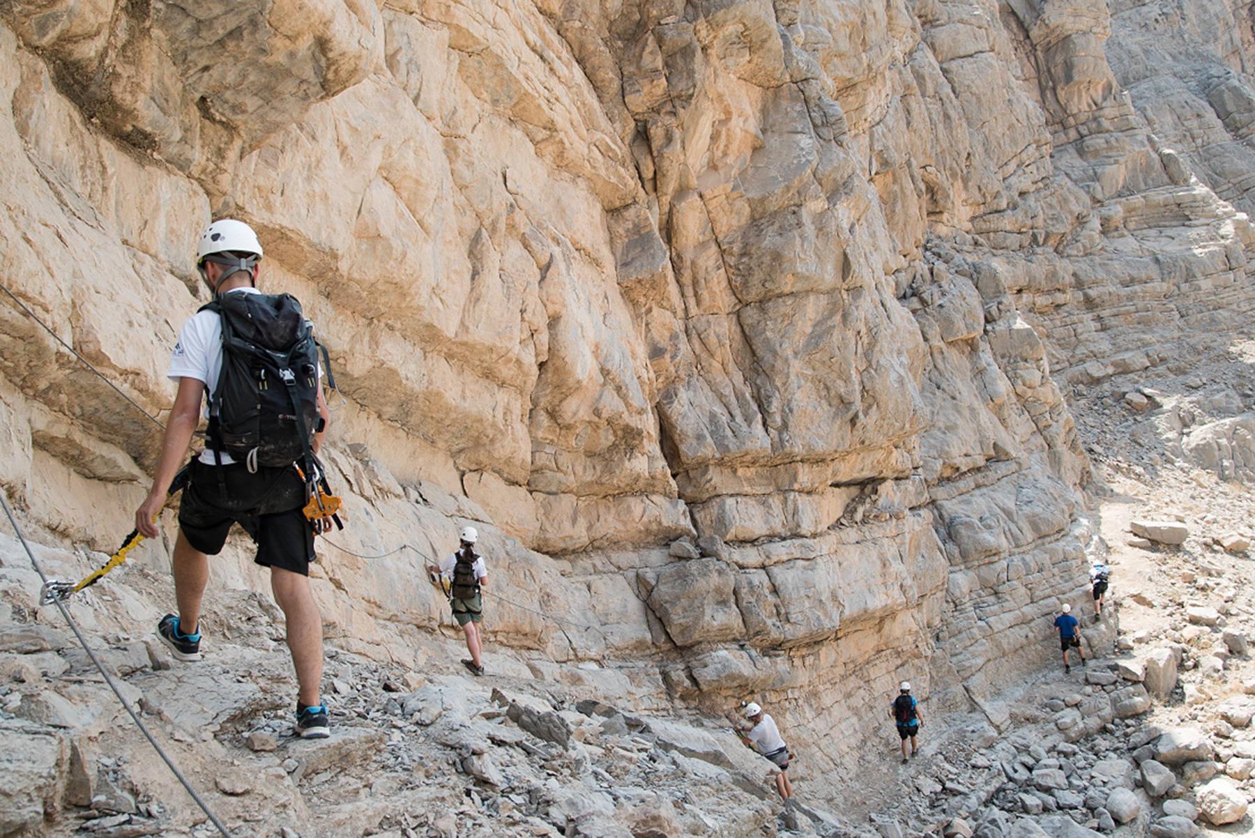 Klettersteig Rhein : Neuer klettersteig mit seilrutschen im emirat ras al chaima