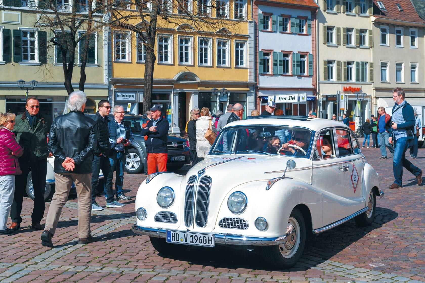 Und plötzlich war die Heidelberger Altstadt voller alter Autos (plus ...