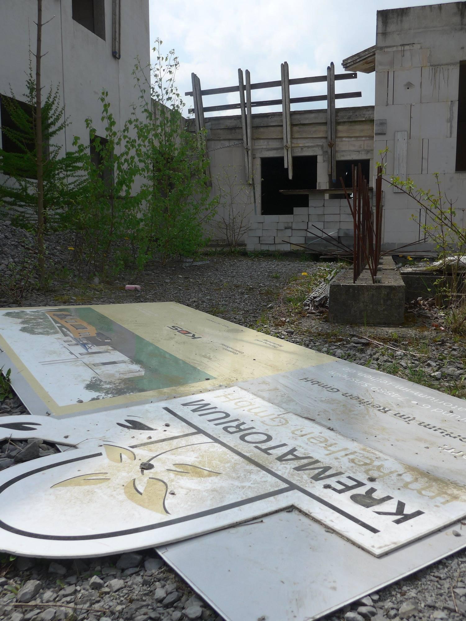 stillgelegtes krematorium sinsheim reihen krematorium ist jetzt ein schwalbenheim sinsheim. Black Bedroom Furniture Sets. Home Design Ideas