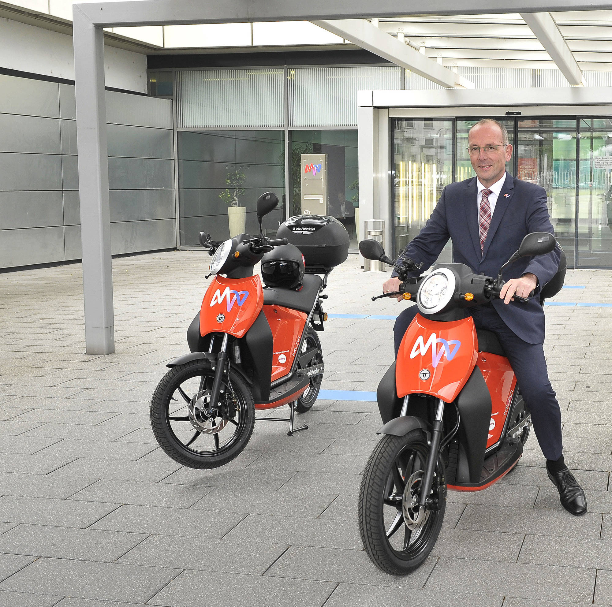 Elektro Roller In Mannheim Auf Leisen Reifen Durch Die