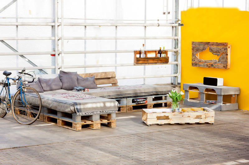 selbstgezimmerte unikate m bel aus holzpaletten fertigen lebensart rhein neckar zeitung. Black Bedroom Furniture Sets. Home Design Ideas