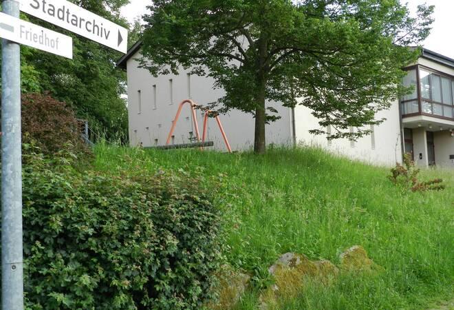 aus dem pleutersbacher ortschaftsrat spielplatz beim. Black Bedroom Furniture Sets. Home Design Ideas