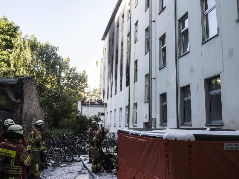 altbau in kreuzberg eine tote bei wohnungsbrand in berlin. Black Bedroom Furniture Sets. Home Design Ideas