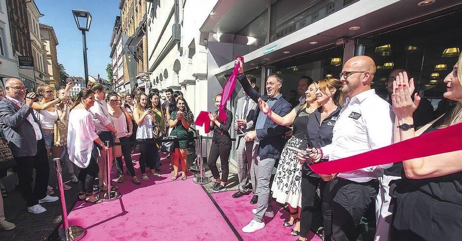 Saks off 5th eröffnete mit rosa Teppich  Nachrichten