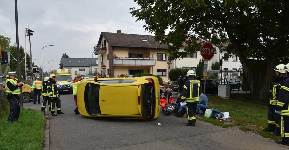 heidelberg wieblingen auto kippt nach unfall auf die. Black Bedroom Furniture Sets. Home Design Ideas