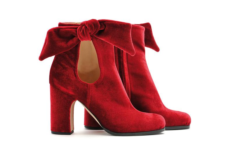 06c4da2a7298b8 Die Designer rufen für die kalten Wintertage zum Mut zur Farbe auf - sogar  am Fuß. Auch Unützer setzt bei diesen Samtstiefeln auf Rot