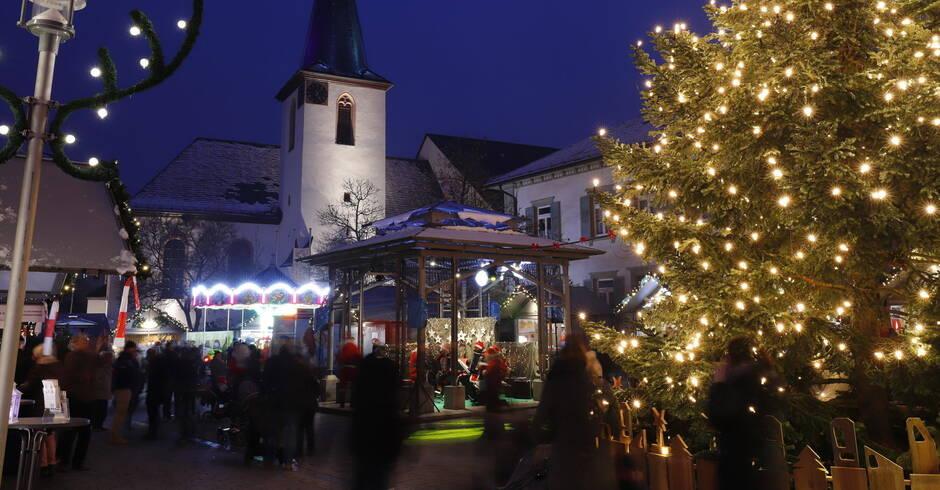 Walldorfer Weihnachtsmarkt eröffnet: Stimmungsvoller Treffpunkt im ...
