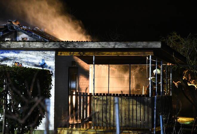 brandserie in mannheim gartenhaus steht in flammen. Black Bedroom Furniture Sets. Home Design Ideas