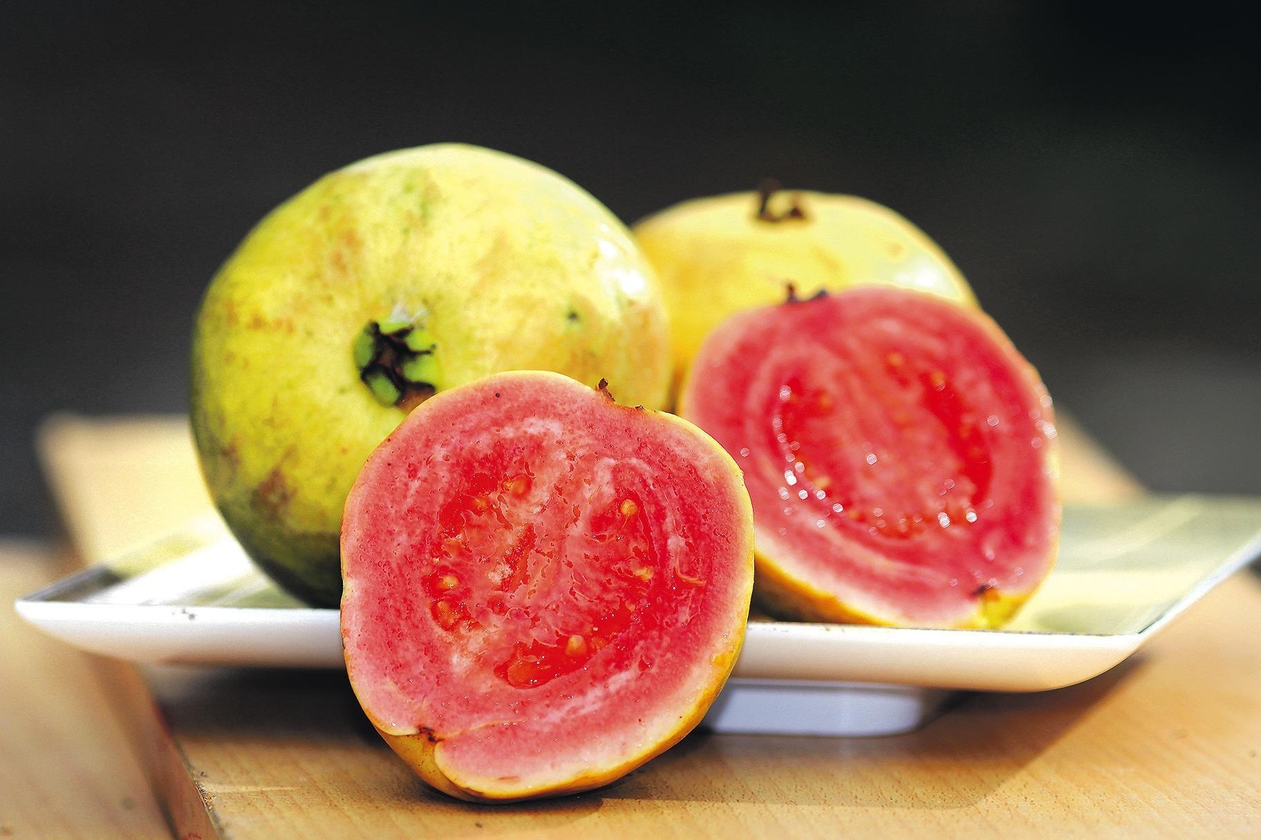 exotische guave guave wie eine kiwi l ffeln essen trinken rhein neckar zeitung. Black Bedroom Furniture Sets. Home Design Ideas