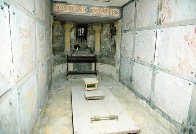 freundeskreis will das mausoleum im weinheimer schlosspark ffnen bergstra e rhein neckar. Black Bedroom Furniture Sets. Home Design Ideas