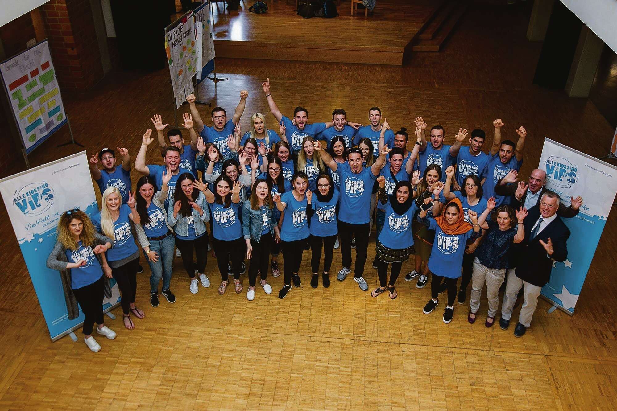 Schüler unterstützen dabei Flüchtlinge bei Bewerbungen und der Suche nach  einem Praktikum. Den Besuch von Comedian Bülent ...