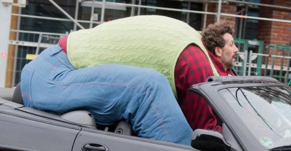 werbespot f r fahrdienst xxl autofahrer sorgt in hannover f r aufsehen aus aller welt rhein. Black Bedroom Furniture Sets. Home Design Ideas