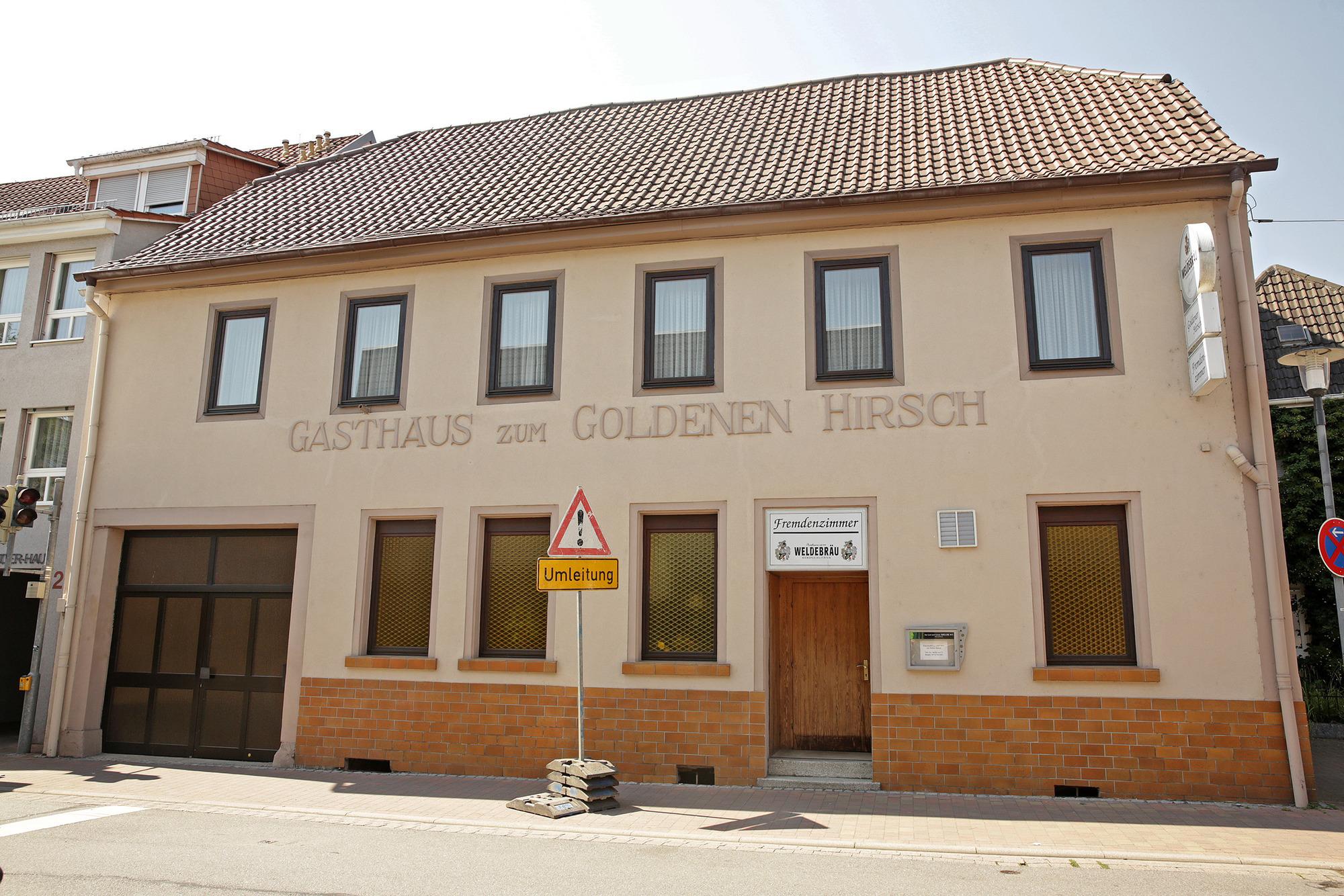 Oftersheim Goldener Hirsch Als Symbol Für Menschlichkeit