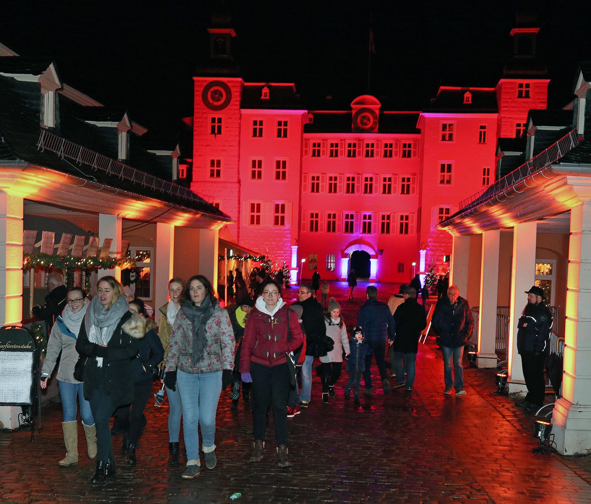 Weihnachtsmarkt Schwetzingen.Schwetzingen Lichterpfad Zieht Sich Durch Die Innenstadt