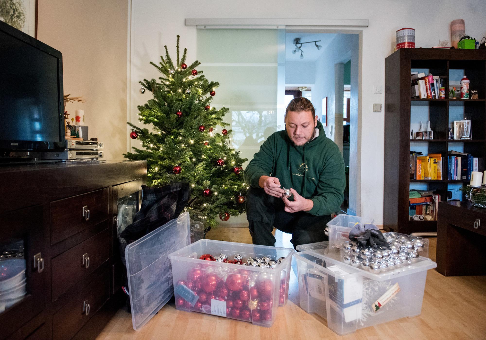 Warum Schmückt Man Den Weihnachtsbaum.Christbaum Online Bestellen Wenn Die Tanne Samt Kugeln Frei Haus