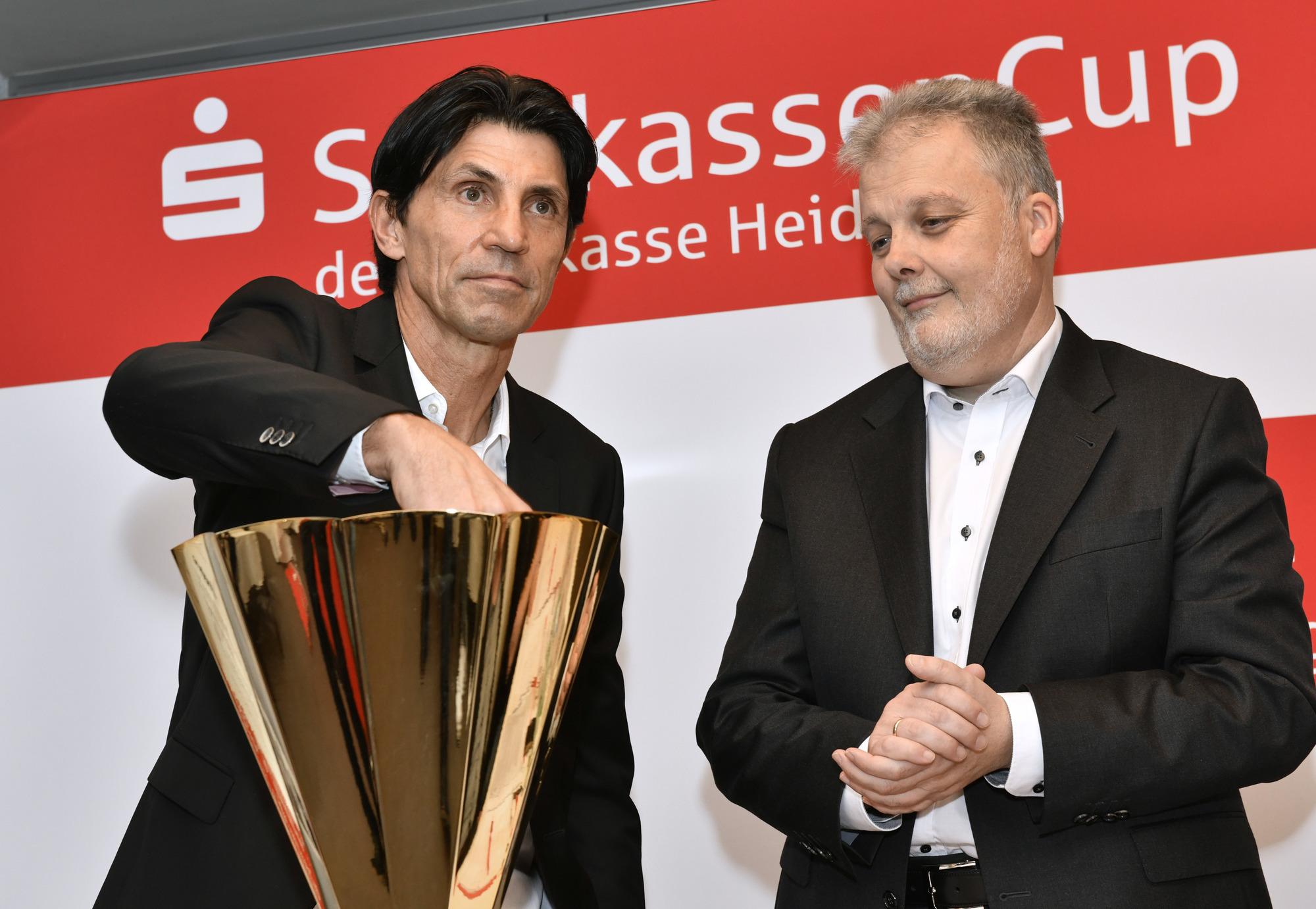 Sparkassen Cup In Ketsch Bei Miesem Wetter Pilgern Die Fans Hierher
