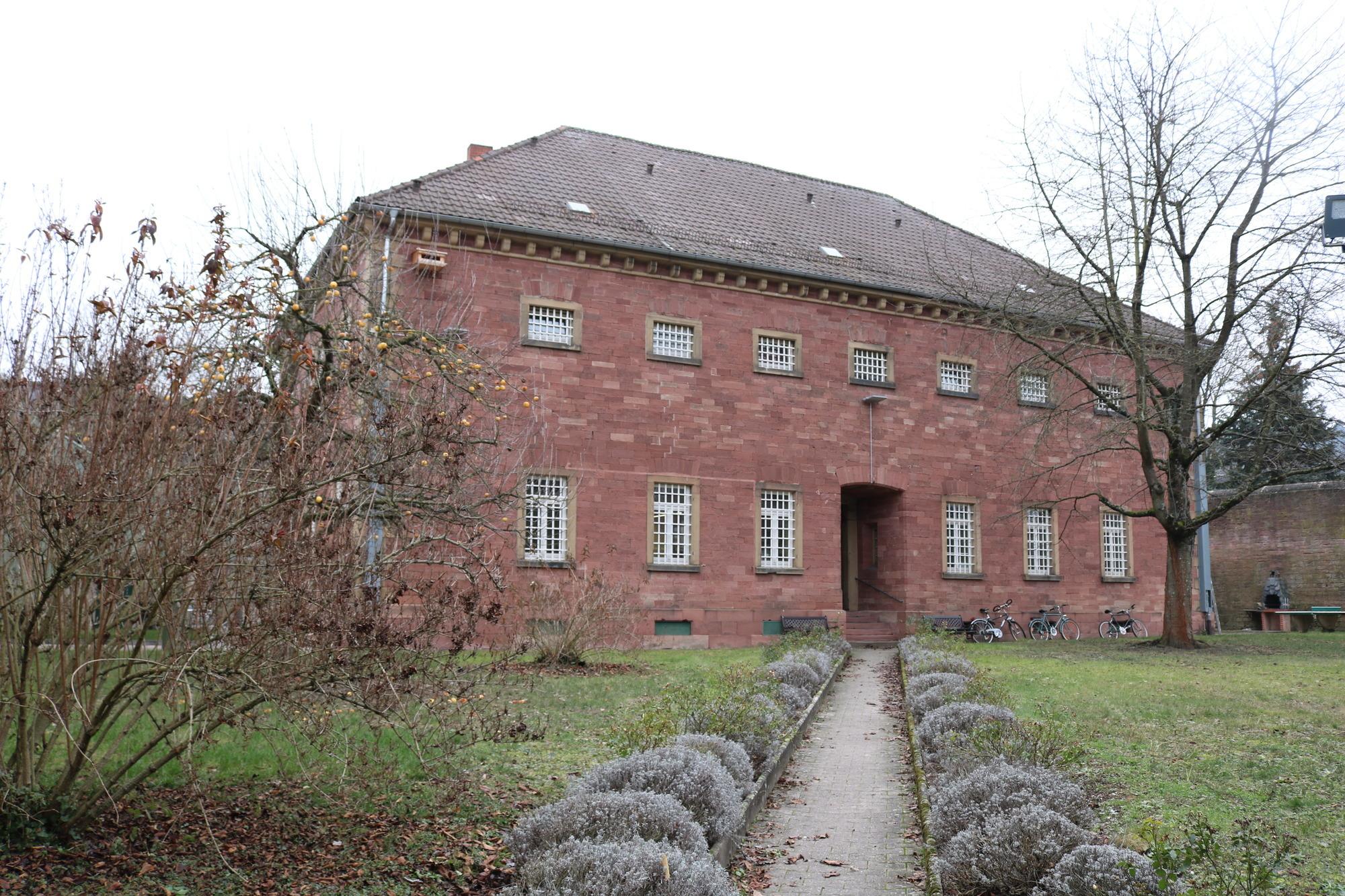 Das Freigängerheim in Mosbach ist derzeit das Zuhause von elf jungen Straftätern Morgens verlassen Jugendlichen Haftanstalt und gehen arbeiten