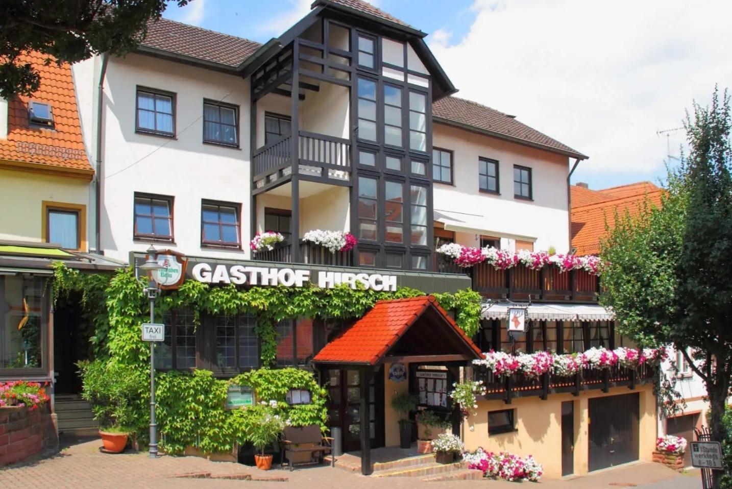 Familienbetrieb In Siebter Generation Gasthof Hirsch Lockt Ins