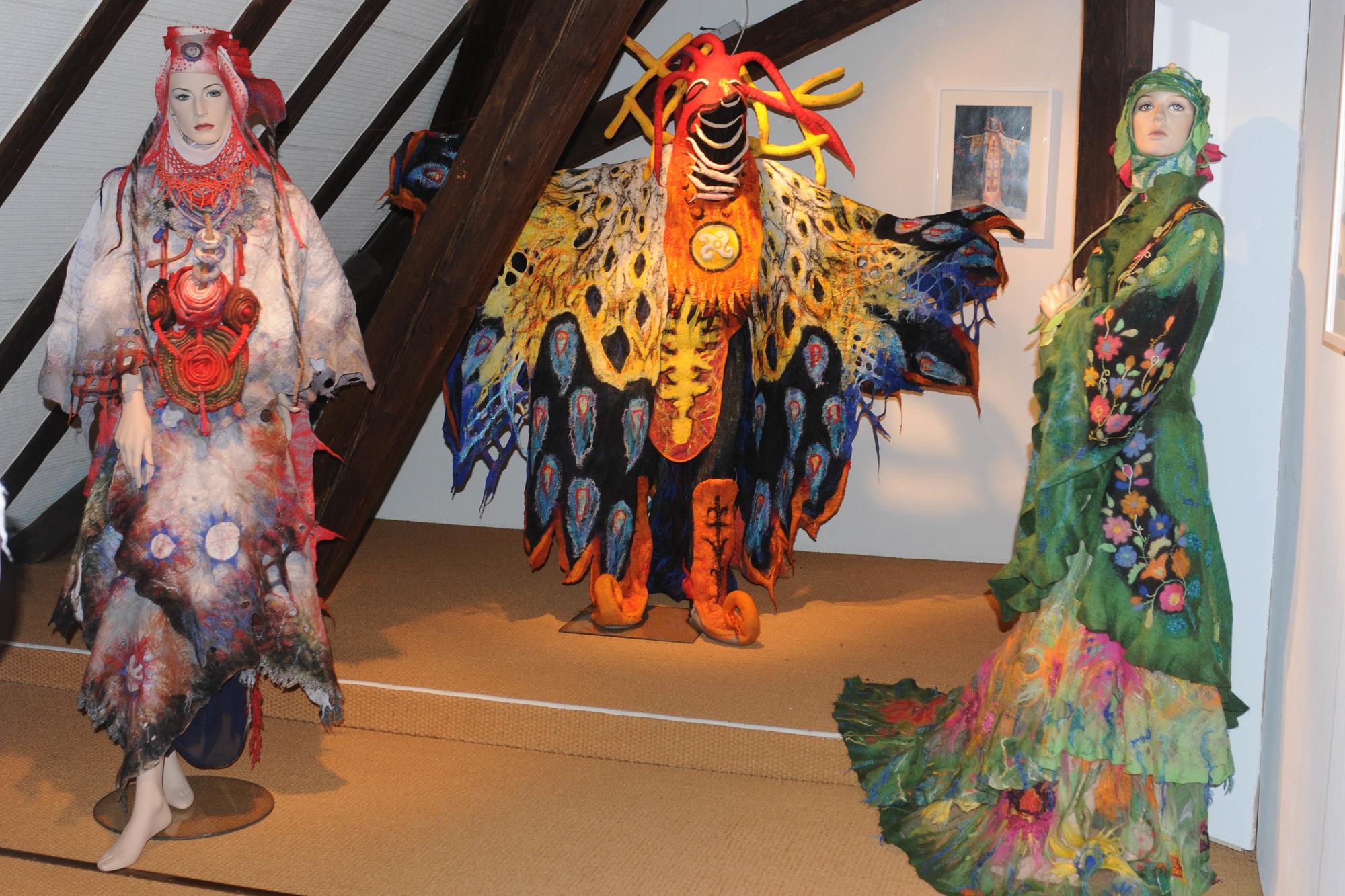 0cd1e011882100 Eindrucksvoll sind die ausdrucksstarken Trachten und Kostüme, auch aus dem  Epos