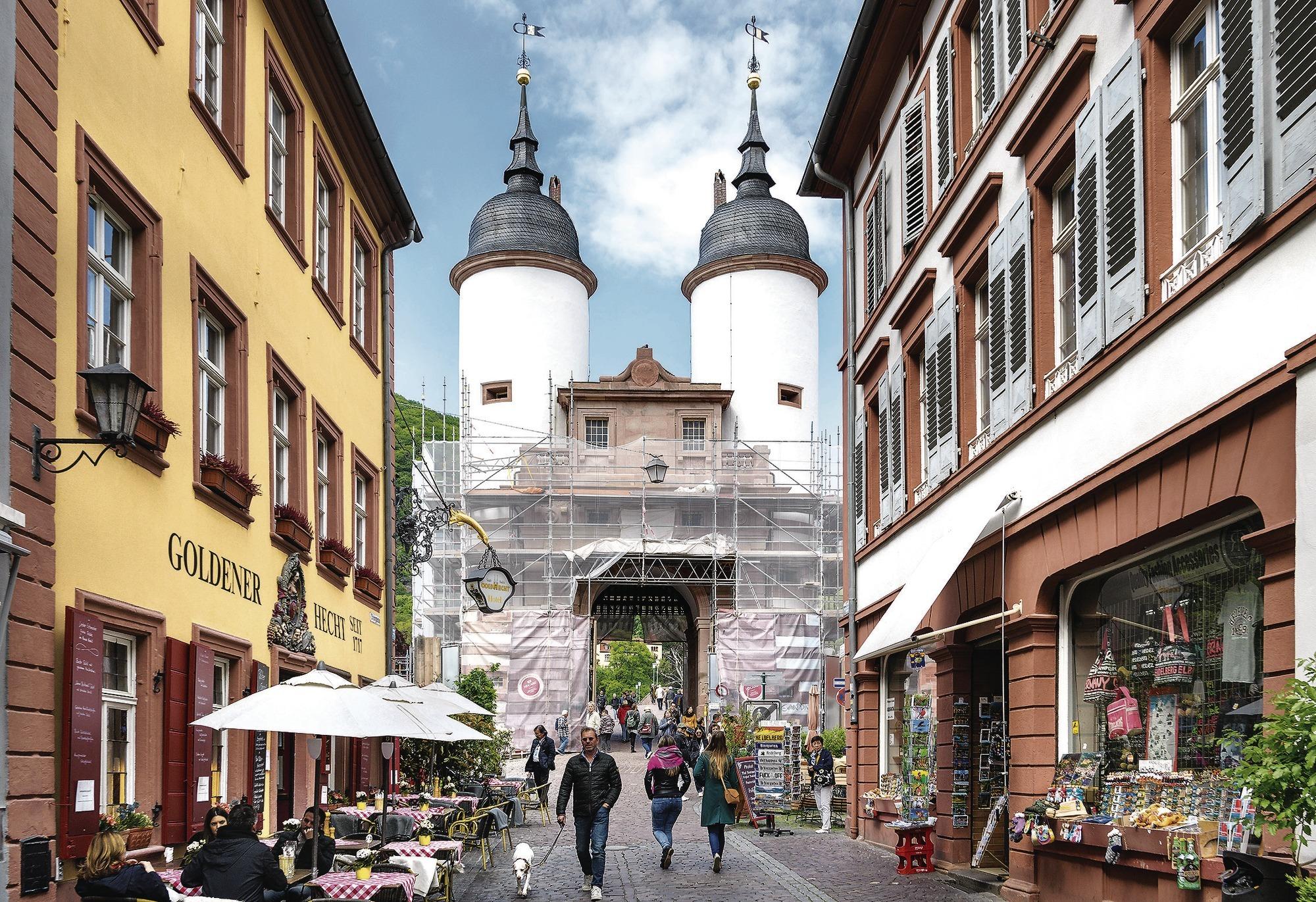 Alte Brucke Heidelberg Durchfahrt Durch Bruckentor Wegen Gerustabbau Gesperrt Nachrichten Aus Heidelberg Rnz