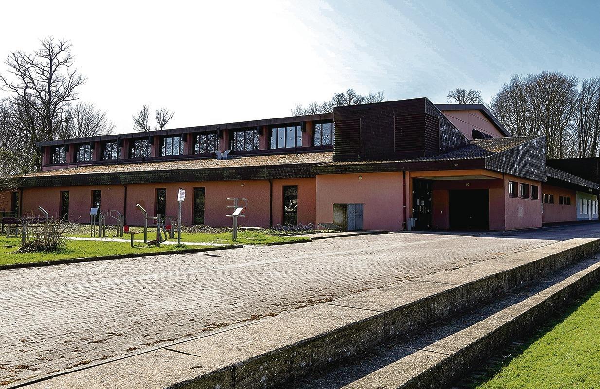 Helmstadt Bargen Der Sanierung Der Schwarzbachhalle Steht Nichts Mehr Im Wege Sinsheim Rnz